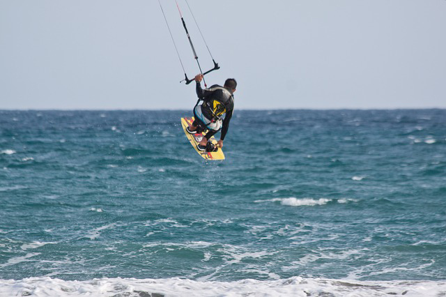 kitesurfer-